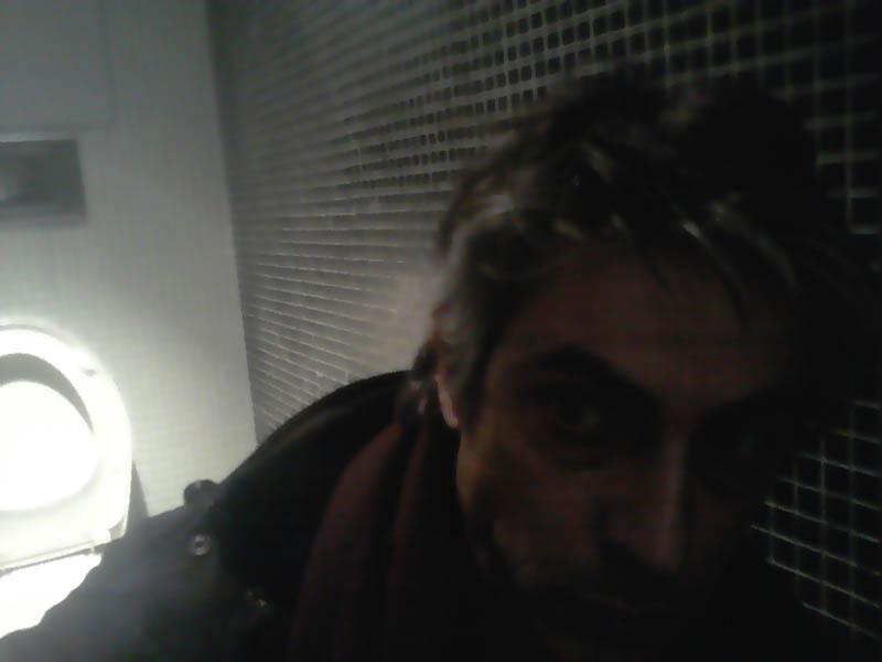 David Noir - Autoportrait dans les toilettes du MAC/VAL